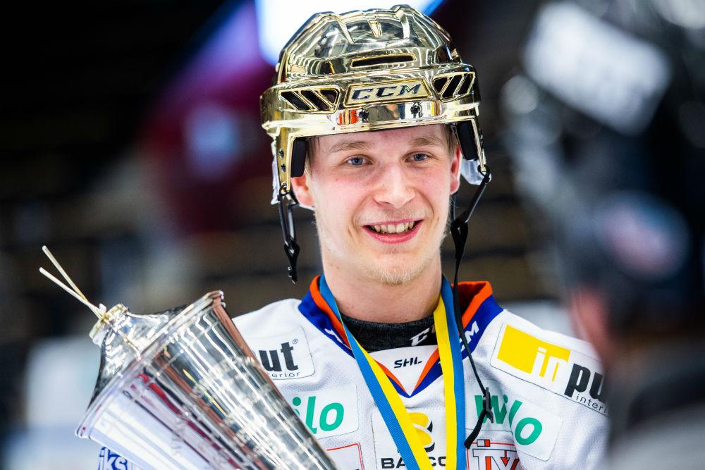 Den 7 e december 2016 värvade Växjö Emil Pettersson från Skellefteå. Emil  fick en rejäl boost i sitt spel hos smålänningarna. Vips så var han signad  för NHL ... c648642c071d7