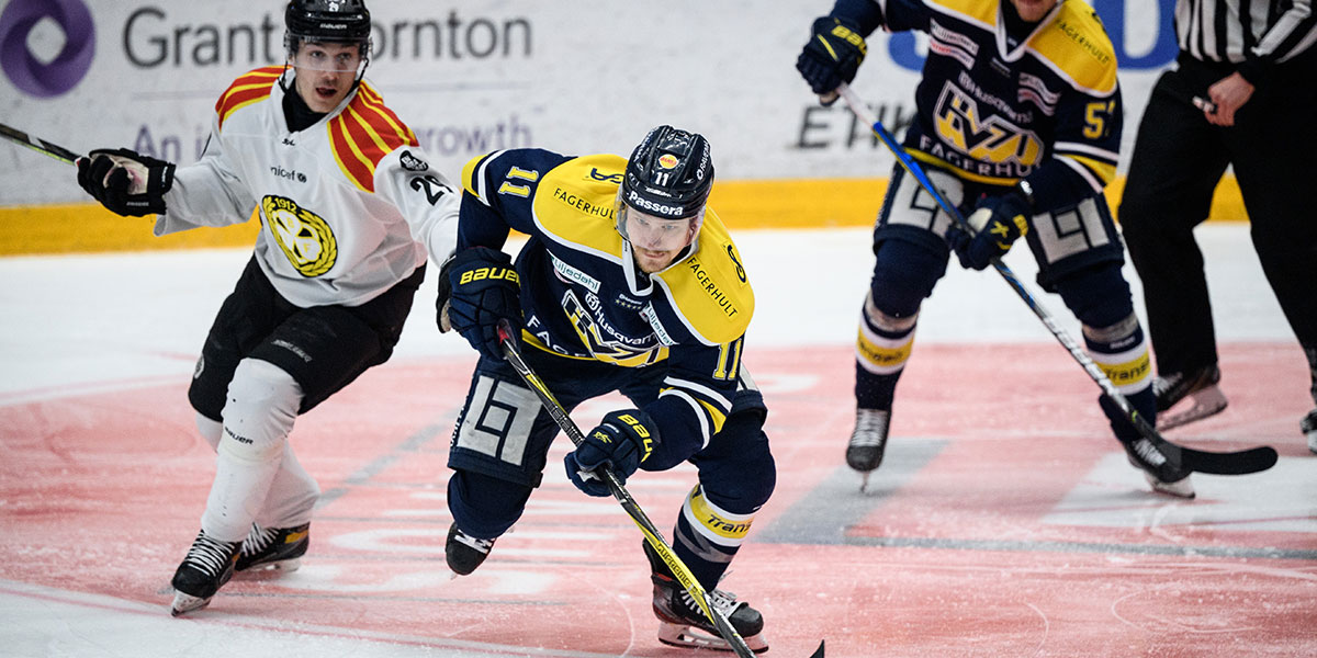 Brynäs Oscar Birgersson och HV71:s Simon Önerud